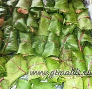Голубцы в свекольных листьях