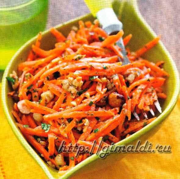 Морковный салат с орехами и петрушкой