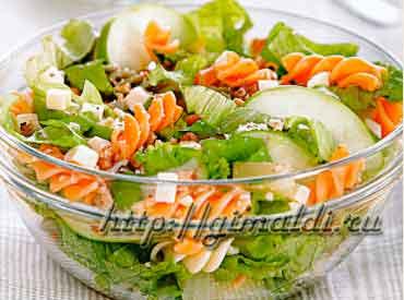 Салат с макаронами и ананасом