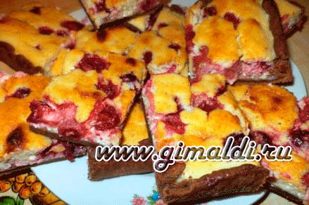 Пирог творожный с вишней