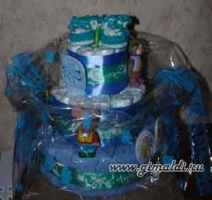 """Подарок новорожденному – """"торт"""" из памперсов – своими руками"""