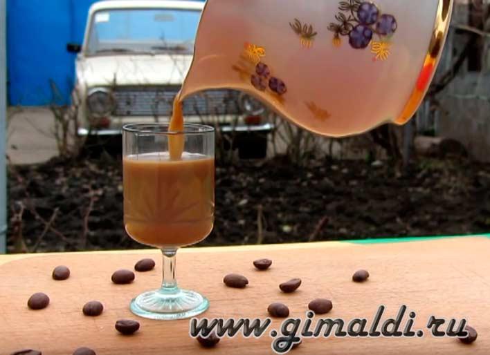 Рецепт молочного кофе с вишневым ликером