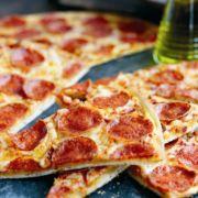 Пицца и как ее кушают