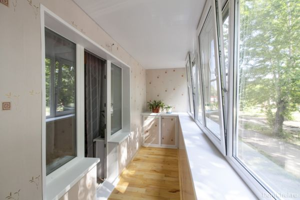 Красивый и практичный балкон от компании «Grandi Окна»