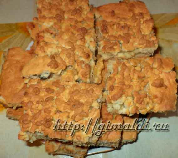 Тертый пирог с творогом и яблоками