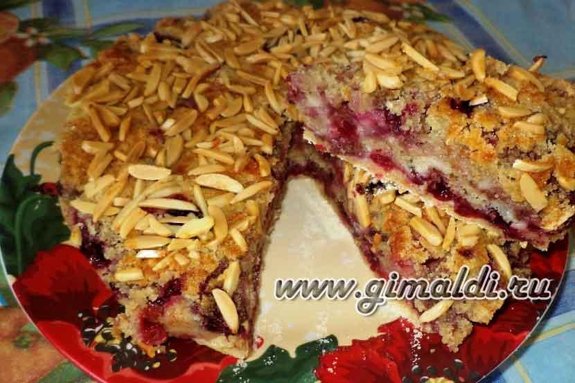 Пирог с ягодно-банановым миксом