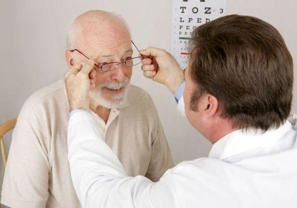 Лечение катаракты при помощи майского меда