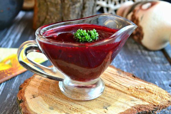 Смородиновый ароматный соус для мясных блюд