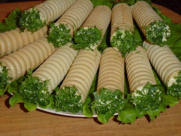 Закусочные вафельные трубочки с зеленью