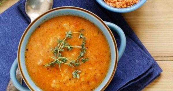 Суп из красной чечевицы с гренками и ветчиной